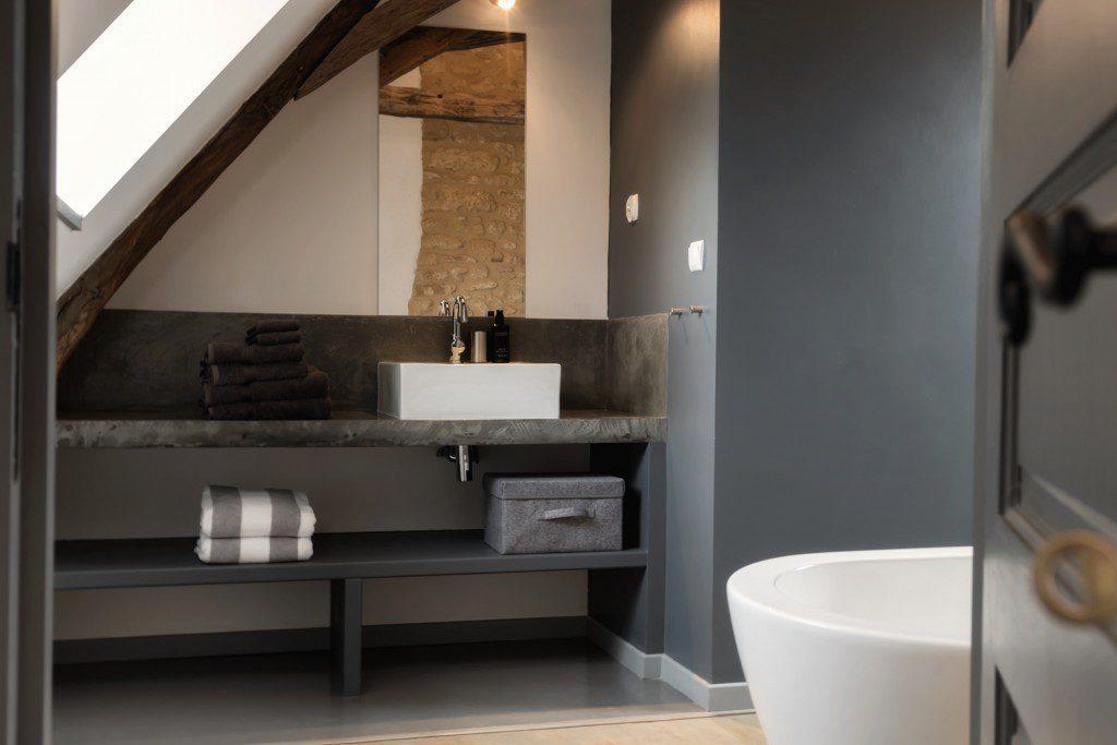 Badkamer 1 in Le Mas, een 5-sterren vakantiehuis bij Bergerac in de DordogneSalle de bain 1 dans Le Mas, une maison de vacances 5 étoiles à louer près de Bergerac en Dordogne