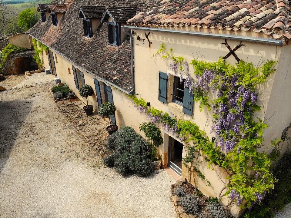 Wisteria on Le Mas, a 5-star farmhouse for rent in the Dordogne