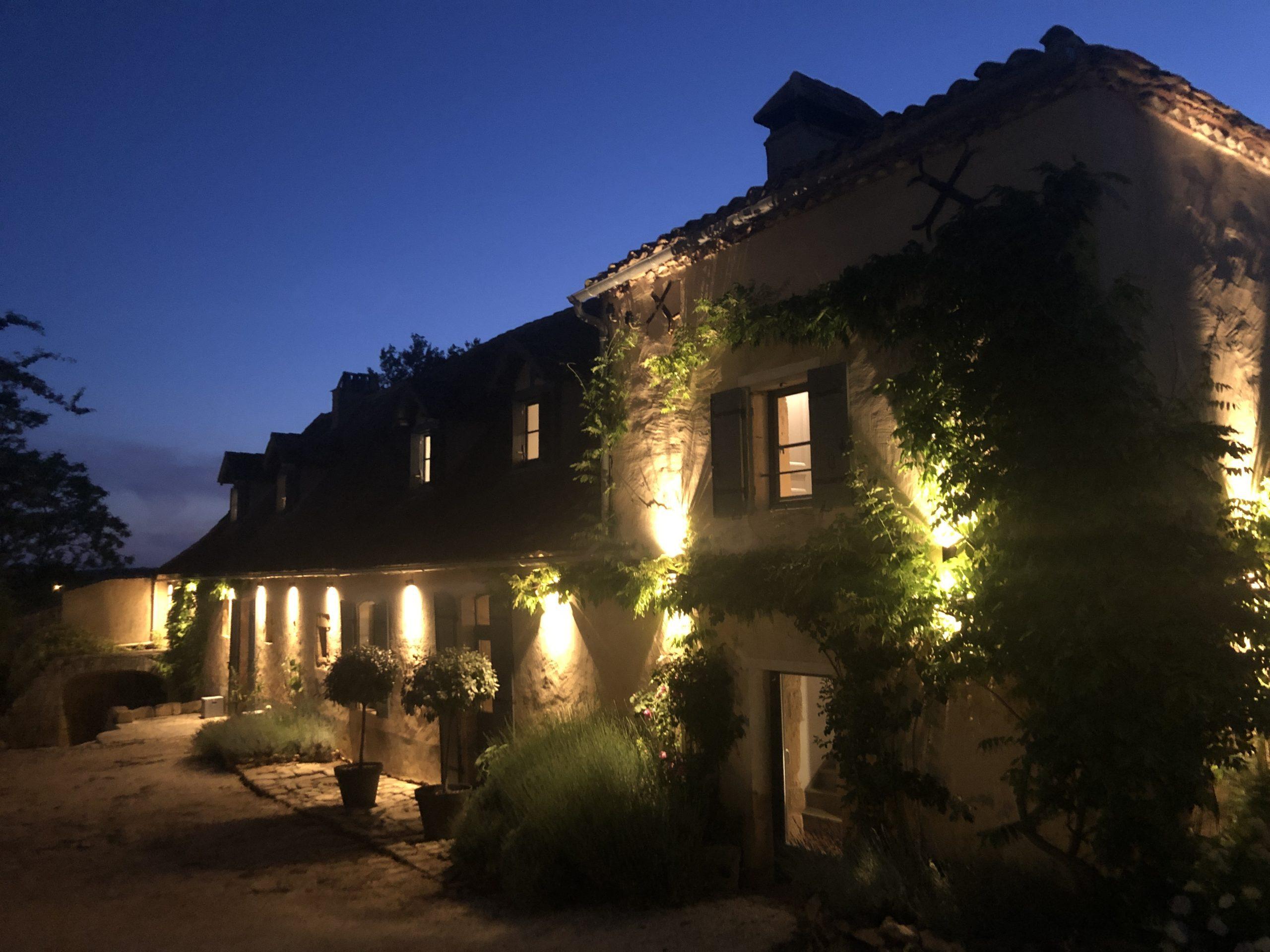 Le Mas, a Dordogne farmhouse lit at night