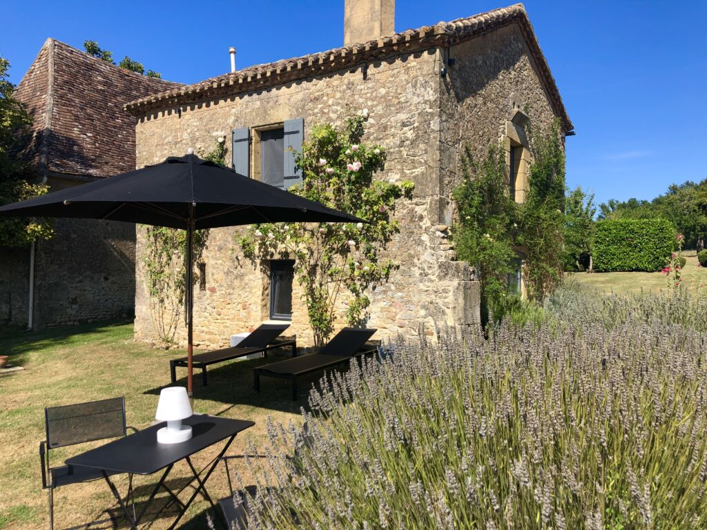 Luxury gite for two in the Dordogne: Le Mazet with stunning views and private garden