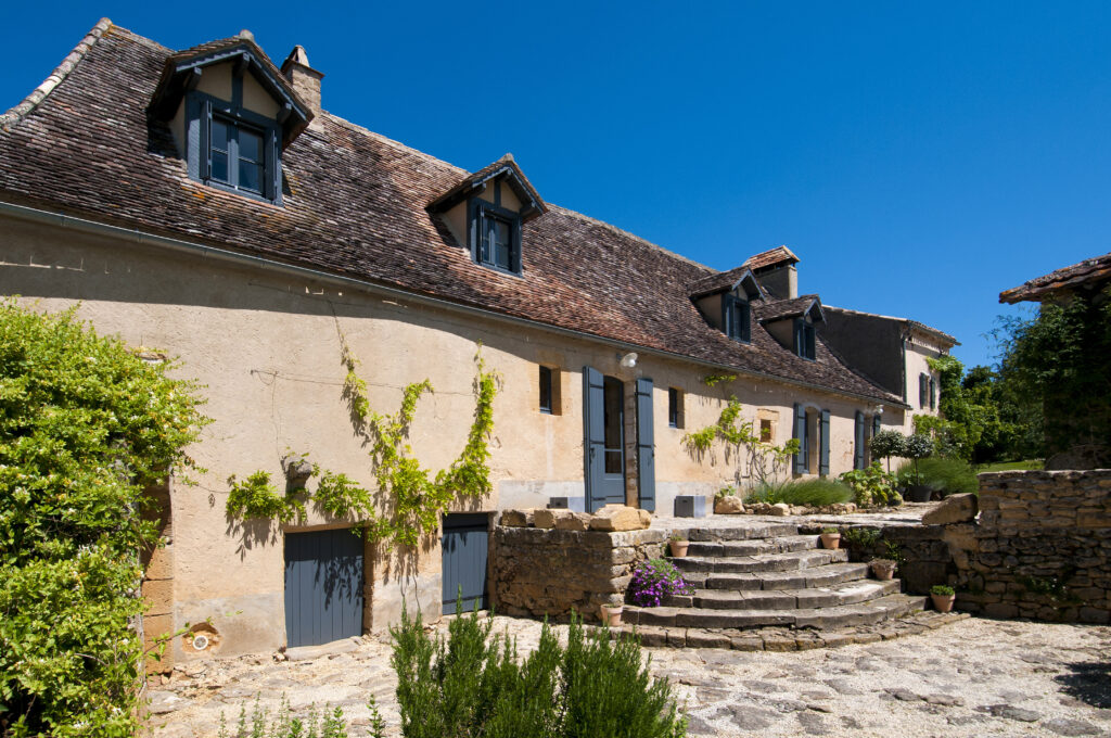 Luxury gite for two in the Dordogne: Le Mas with stunning views, heated pool and private garden